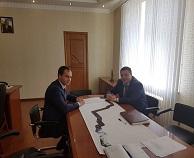 06 июня 2017 года Министр имущественных и земельных отношений КЧР Евгений Поляков посетил г.Нальчик где состоялась встреча с Министром земельных и имущественных отношений КБР Тимуром Ошхуновым