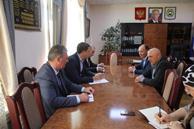 Сегодня Министр имущественных и земельных отношений КЧР Дмитрий Бугаев в Малокарачаевском муниципальном районе провел прием граждан