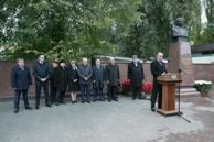 В Карачаево-Черкесии почтили память Назира Хапсирокова, которому в этом году исполнилось бы 65 лет со дня рождения